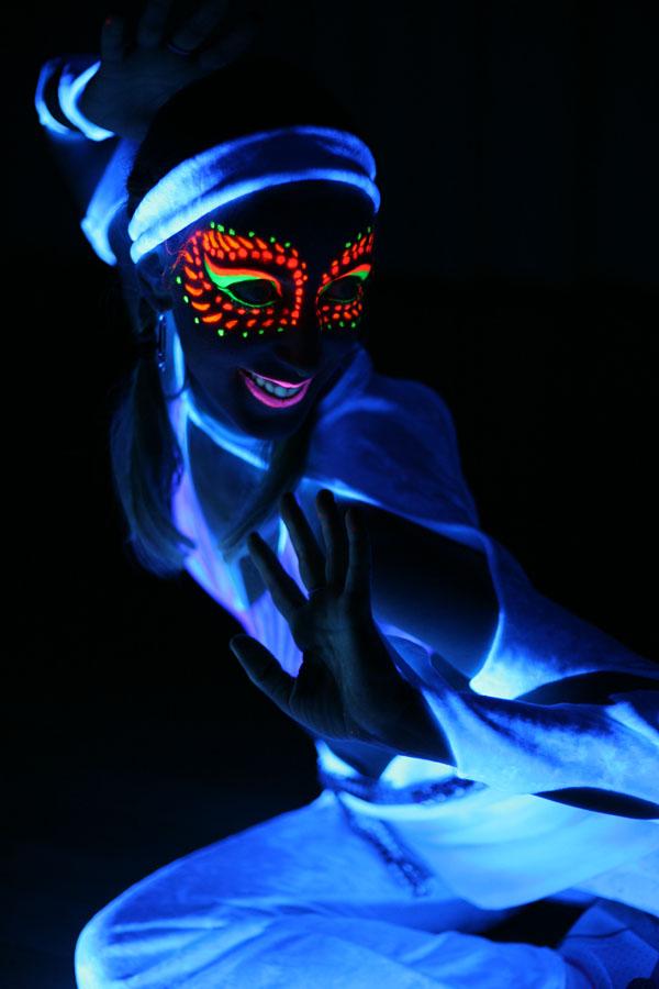 Sophie avec le visage peint de maquillage UV à Ottawa, 2006